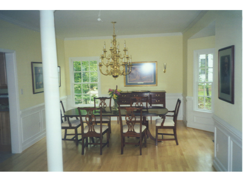 Luxury House Plan Dining Room Photo 01 007D-0006