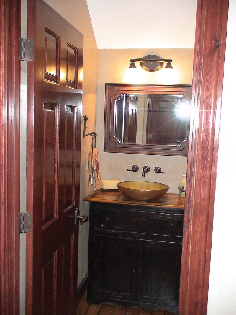 Traditional House Plan Bathroom Photo 03 011D-0043