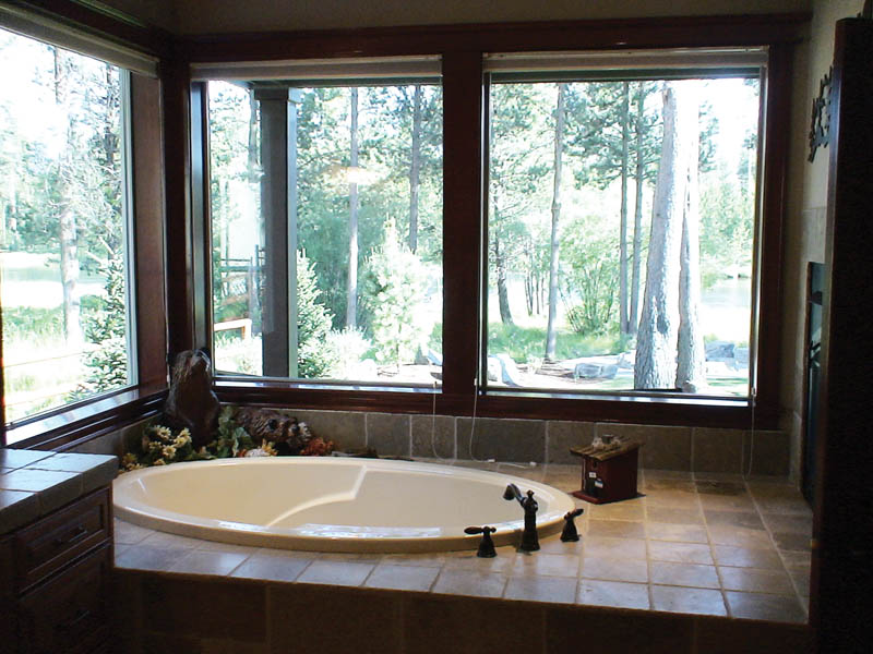 Shingle House Plan Master Bathroom Photo 01 011D-0043