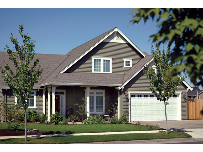 Traditional House Plan Front Photo 02 011D-0047