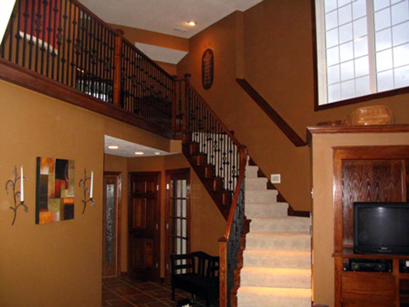 Traditional House Plan Stairs Photo 011D-0097