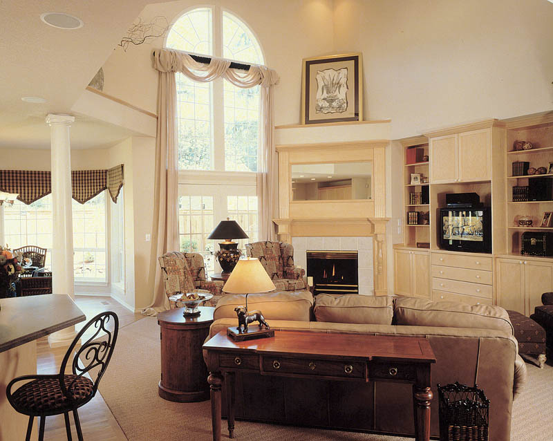 Traditional House Plan Family Room Photo 01 011D-0190