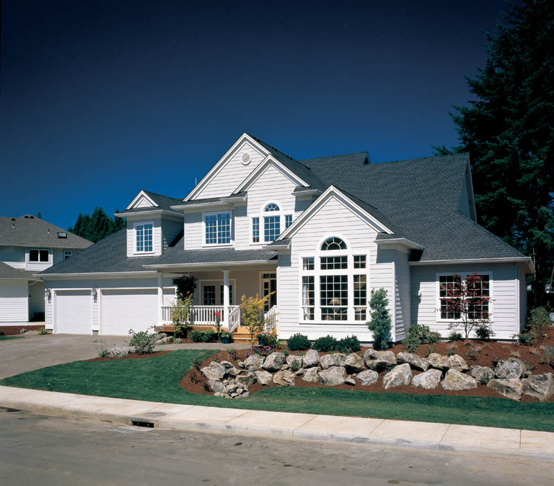 Traditional House Plan Front of Home 011D-0190