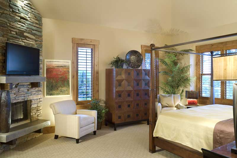 Luxury House Plan Master Bedroom Photo 02 011S-0001