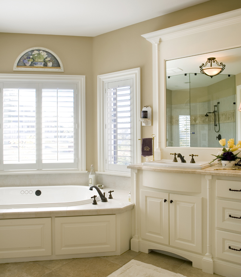 Luxury House Plan Bathroom Photo 03 011S-0002