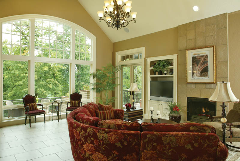European House Plan Great Room Photo 02 011S-0004
