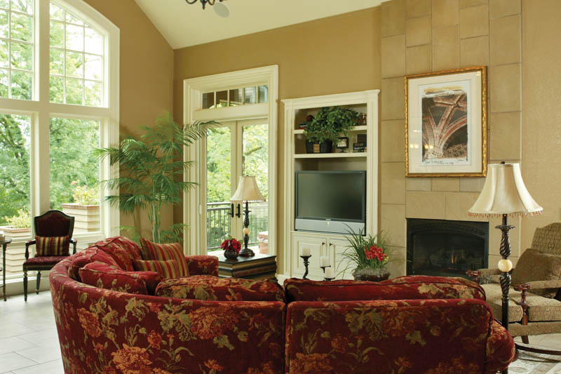European House Plan Great Room Photo 03 011S-0004