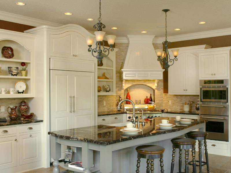 Luxury House Plan Kitchen Photo 01 011S-0004