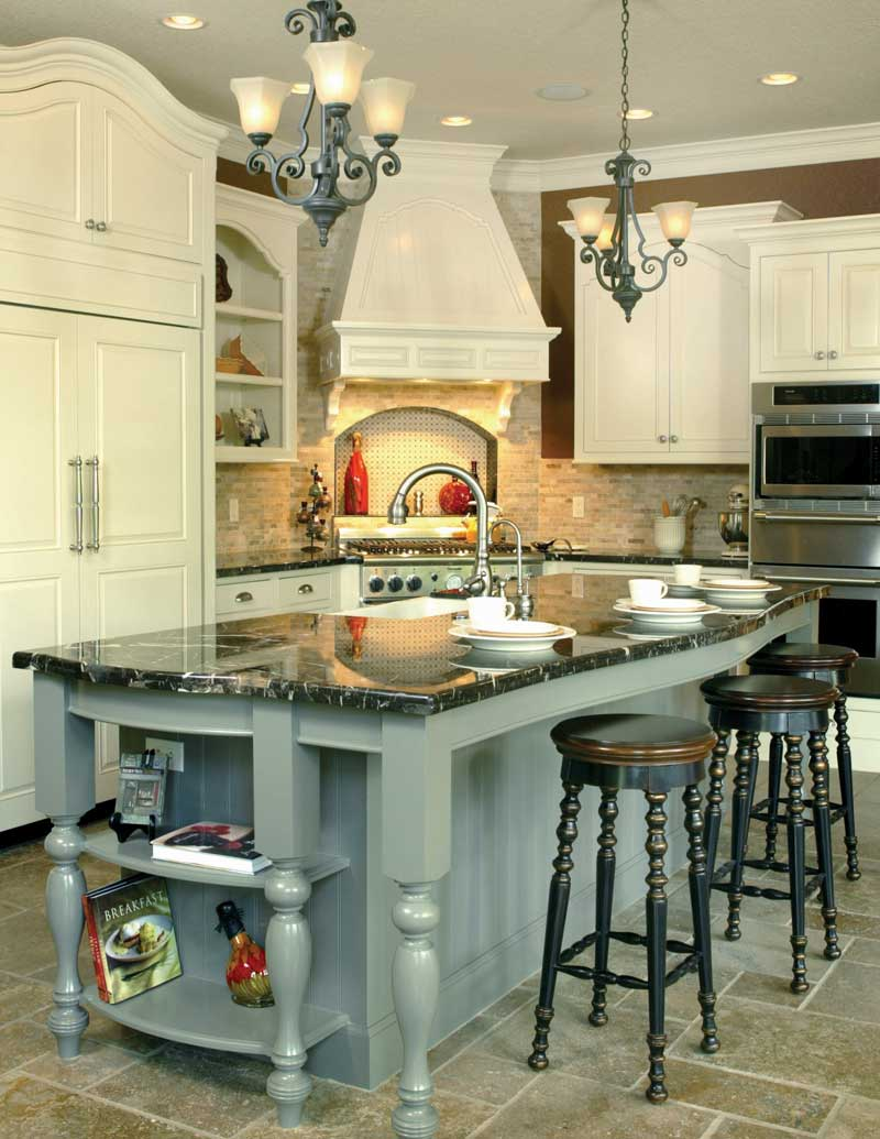 Luxury House Plan Kitchen Photo 09 011S-0004