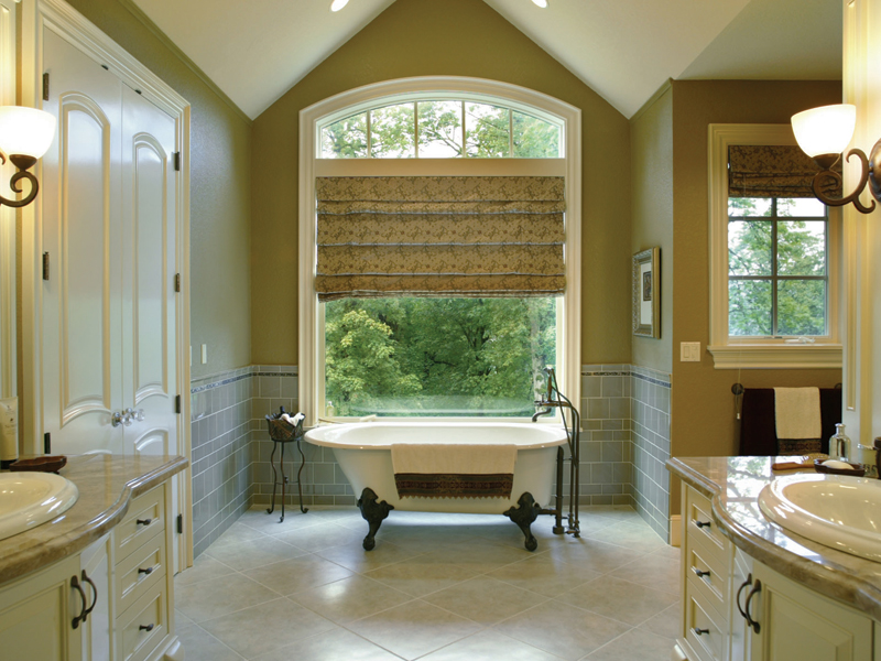 European House Plan Master Bathroom Photo 01 011S-0004