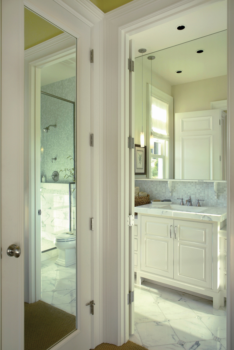 Luxury House Plan Bathroom Photo 02 011S-0005