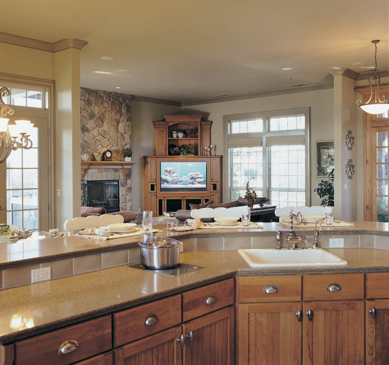 Traditional House Plan Kitchen Photo 01 011S-0012