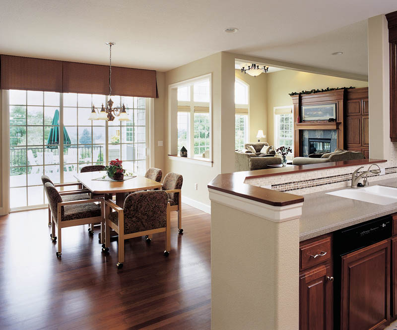 Traditional House Plan Kitchen Photo 01 011S-0014