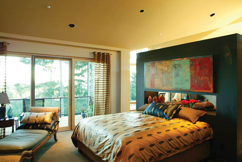 Luxury House Plan Master Bedroom Photo 01 011S-0018