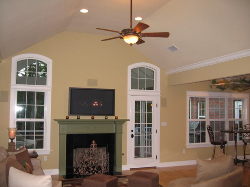 Traditional House Plan Great Room Photo 01 013D-0025
