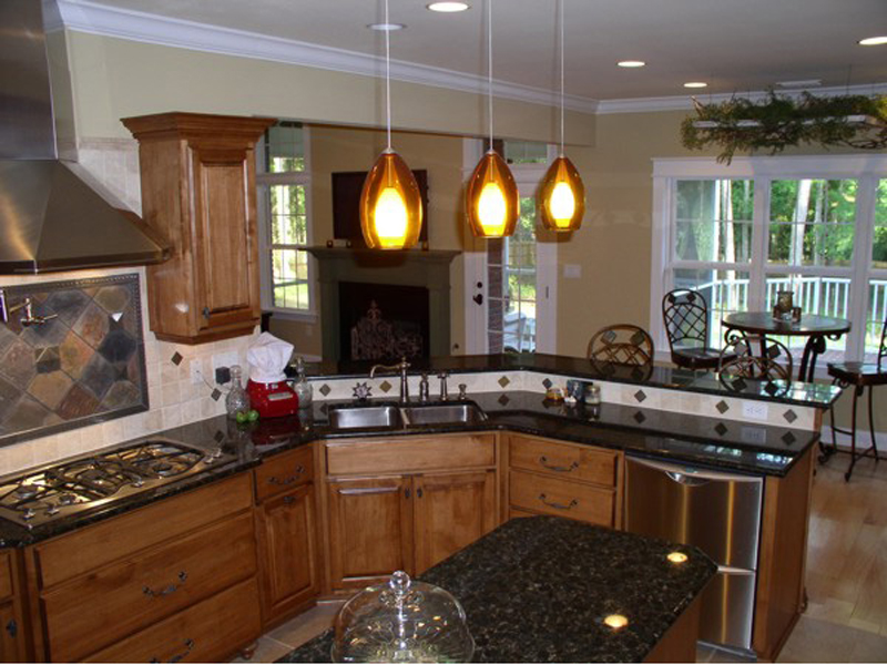 Arts and Crafts House Plan Kitchen Photo 01 013D-0025
