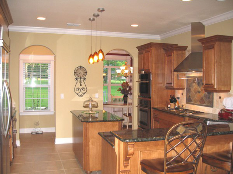 Southern House Plan Kitchen Photo 04 013D-0025