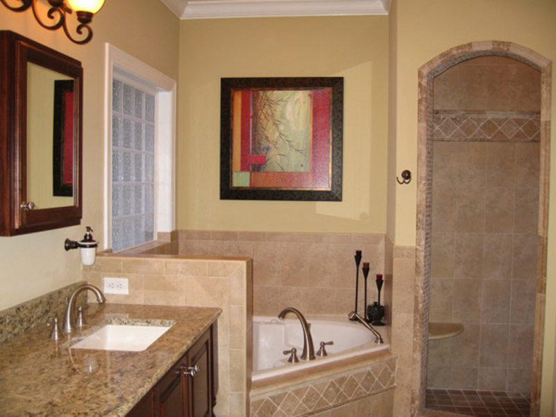 Ranch House Plan Master Bathroom Photo 02 013D-0025