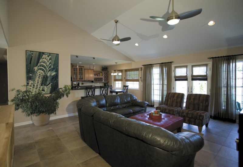 Ranch House Plan Family Room Photo 02 013D-0032