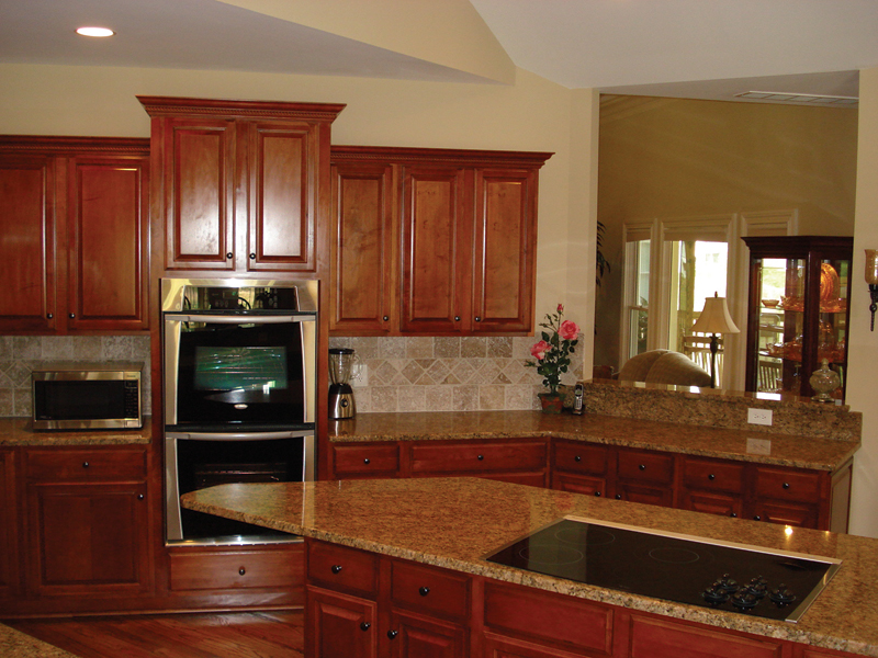 Traditional House Plan Kitchen Photo 02 013D-0053