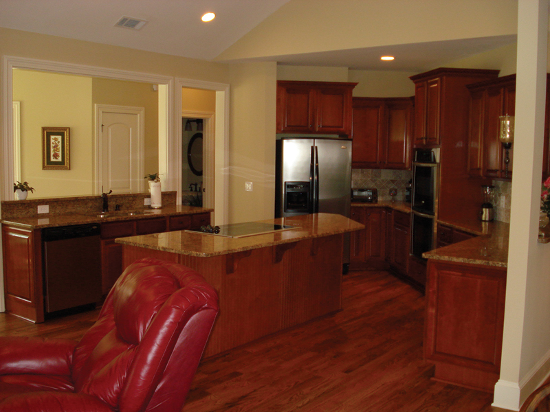 Traditional House Plan Kitchen Photo 03 013D-0053