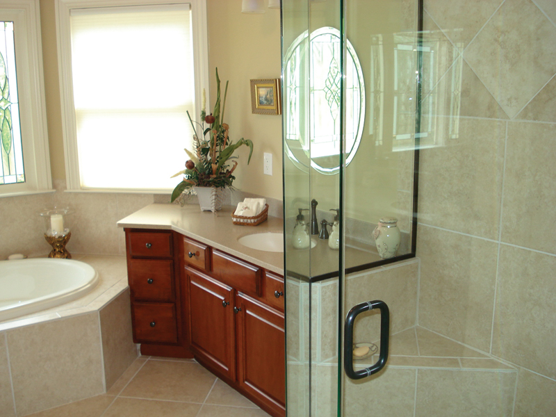 Ranch House Plan Master Bathroom Photo 02 013D-0053