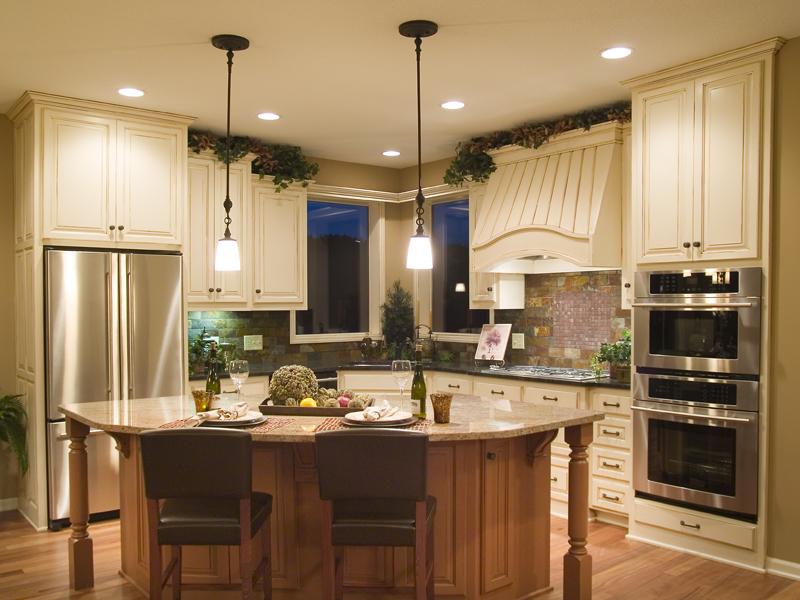 Traditional House Plan Kitchen Photo 01 013D-0179