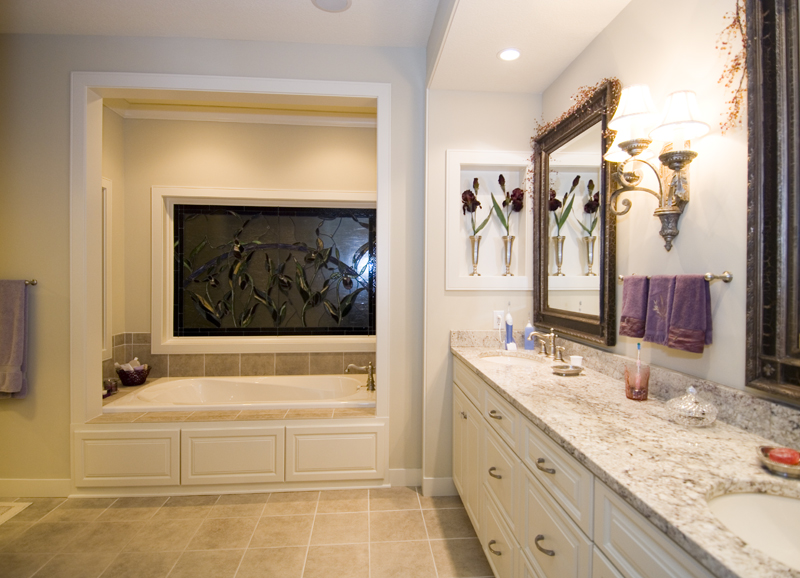 Prairie Style Floor Plan Master Bathroom Photo 01 013S-0001