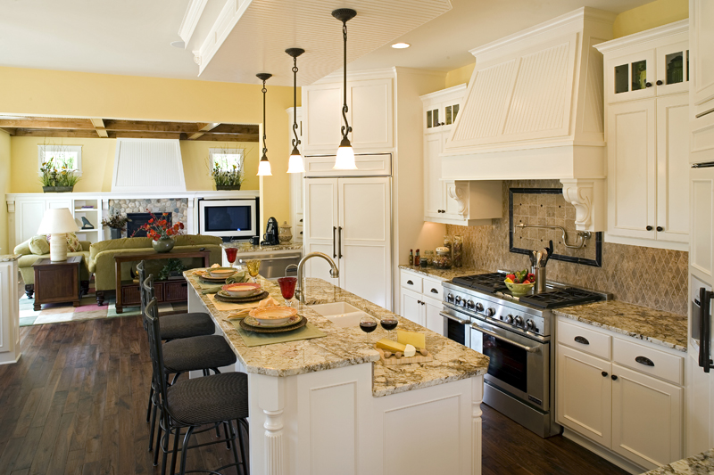Luxury House Plan Kitchen Photo 02 013S-0008