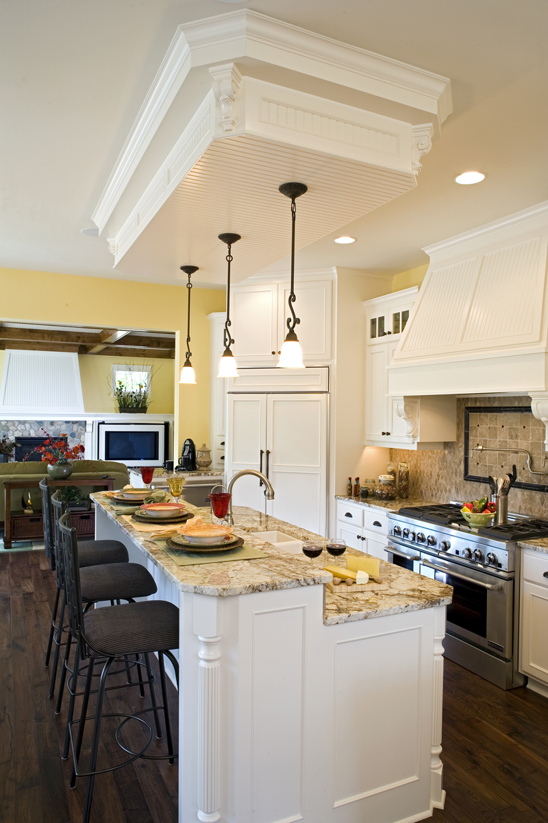 Luxury House Plan Kitchen Photo 03 013S-0008