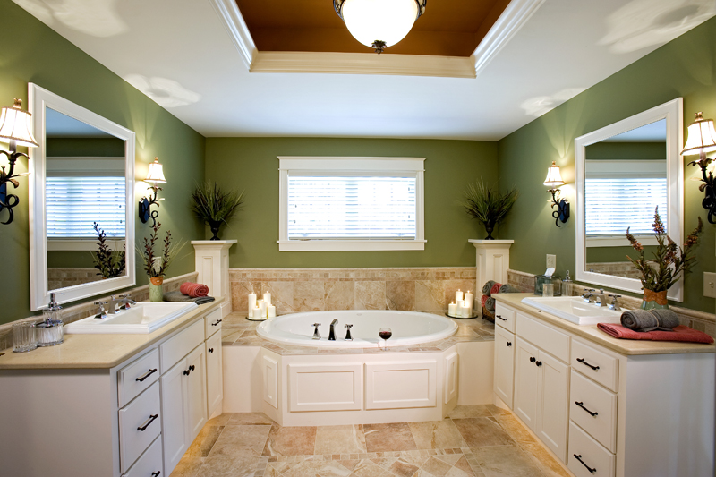 Luxury House Plan Master Bathroom Photo 02 013S-0008
