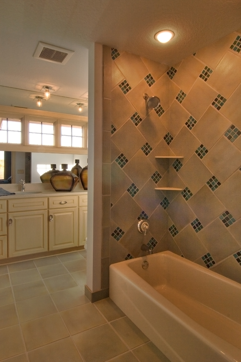 Arts and Crafts House Plan Bathroom Photo 02 013S-0009