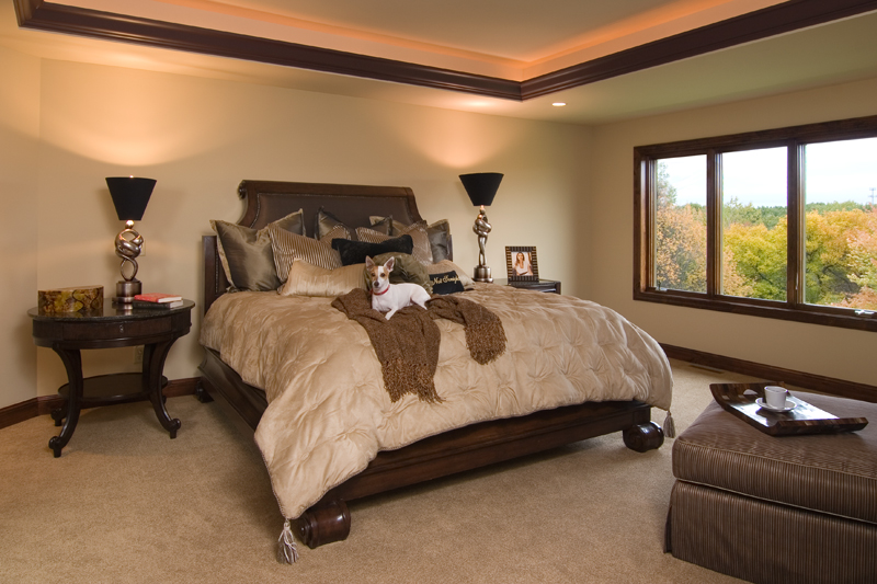 Luxury House Plan Master Bedroom Photo 02 013S-0009