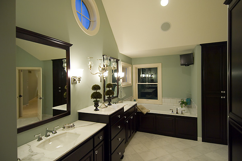 Prairie Style Floor Plan Master Bathroom Photo 01 013S-0010