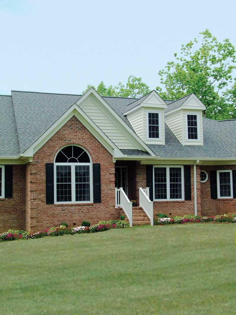 Traditional House Plan Front Photo 02 016D-0005