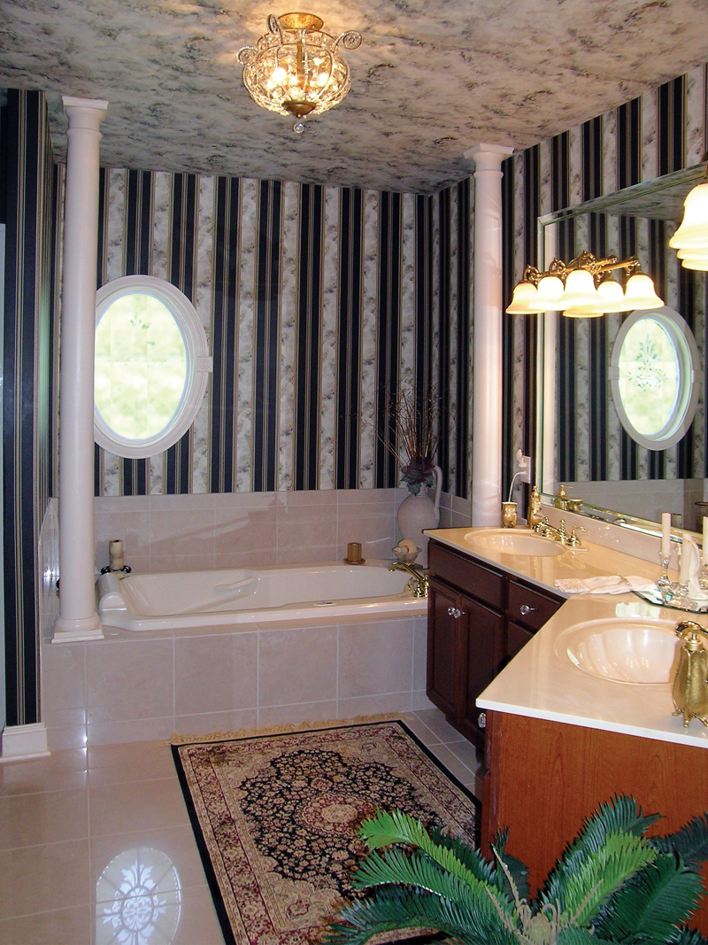 Traditional House Plan Master Bathroom Photo 01 016D-0023