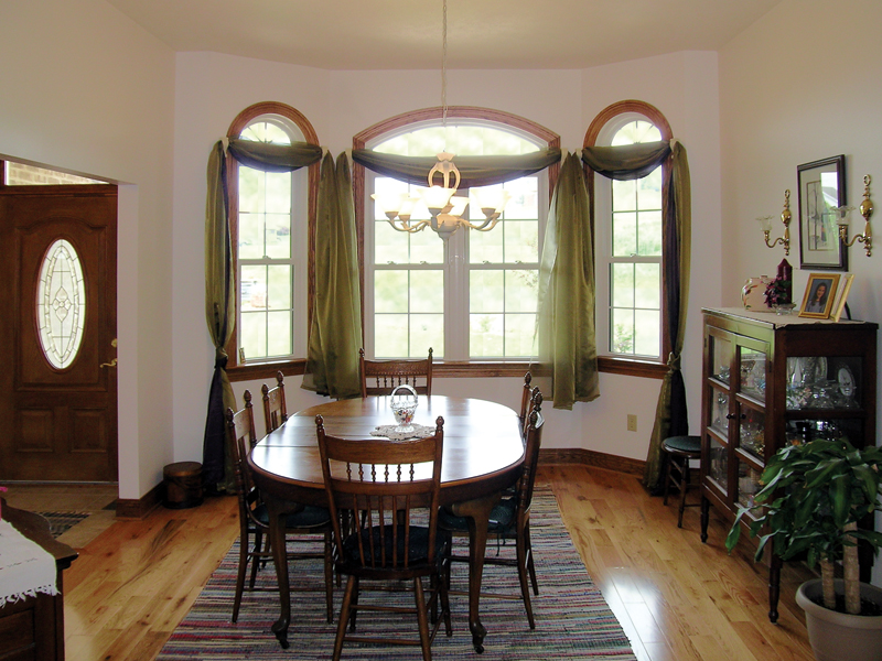 Ranch House Plan Dining Room Photo 01 016D-0047