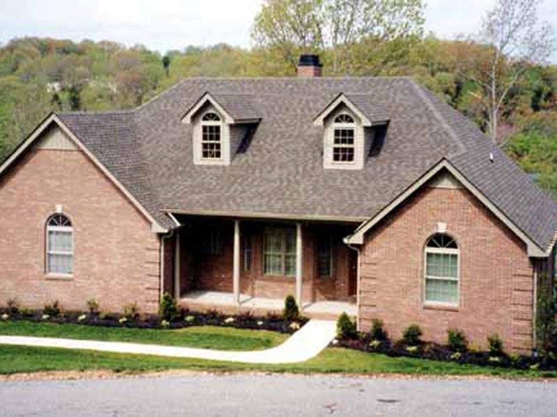 Traditional House Plan Front Photo 02 016D-0047