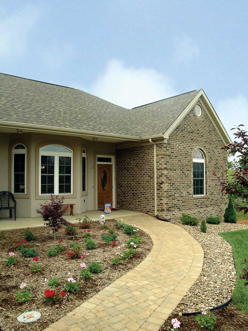 Traditional House Plan Front Photo 04 016D-0047