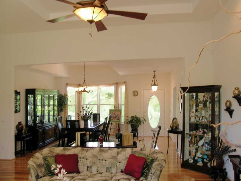 Southern House Plan Great Room Photo 04 016D-0047
