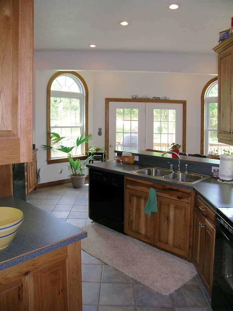 Ranch House Plan Kitchen Photo 05 016D-0047