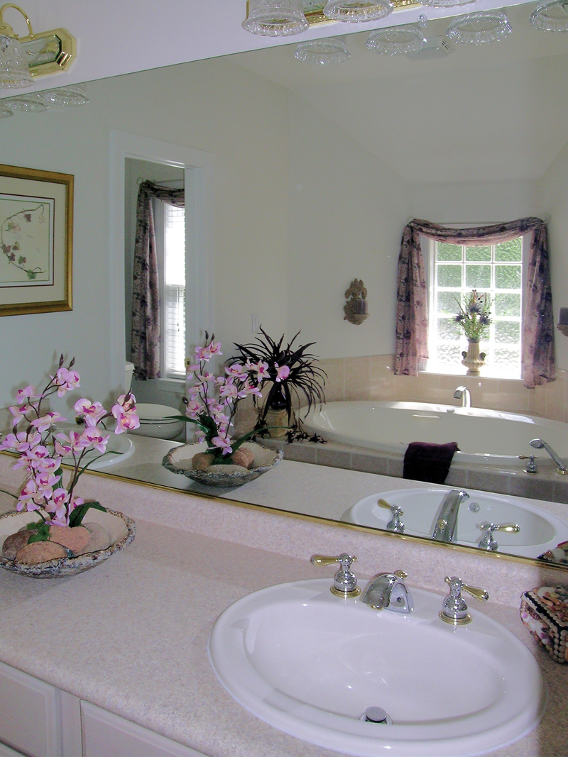 Ranch House Plan Master Bathroom Photo 01 016D-0047