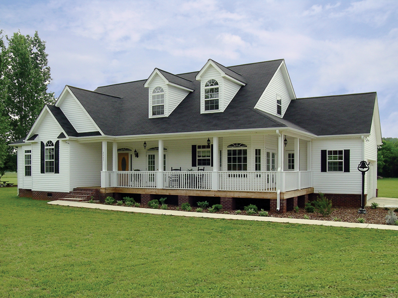 Traditional House Plan Front Photo 02 016D-0049