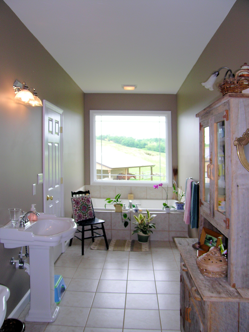 Country House Plan Master Bathroom Photo 01 016D-0049