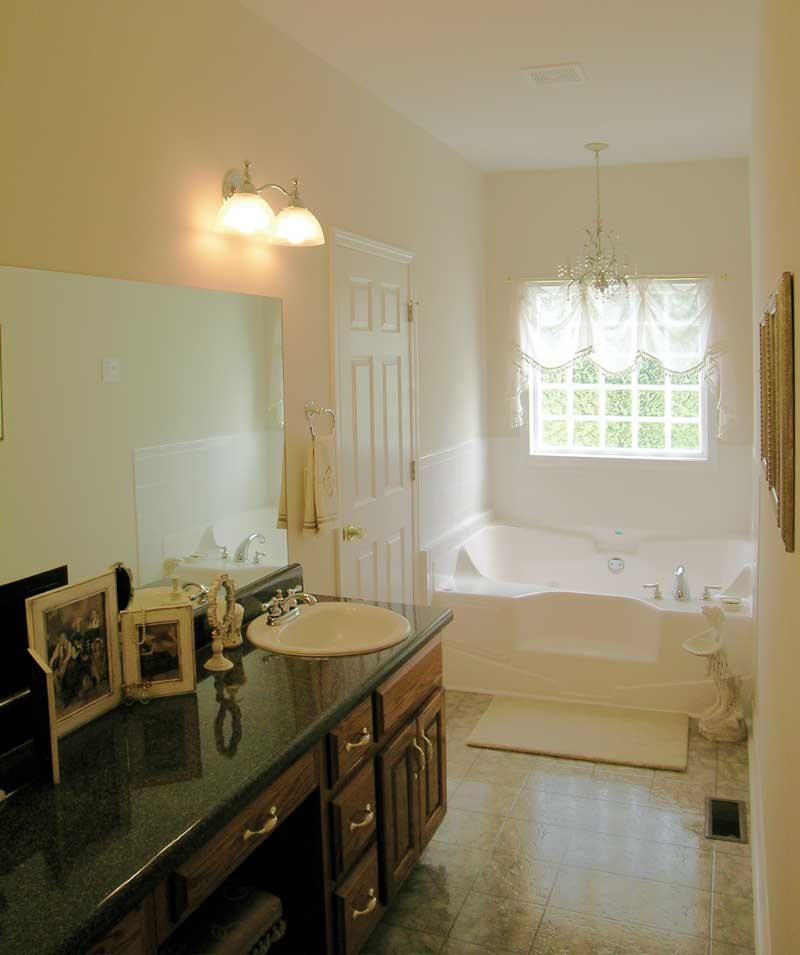 Southern House Plan Master Bathroom Photo 02 016D-0049