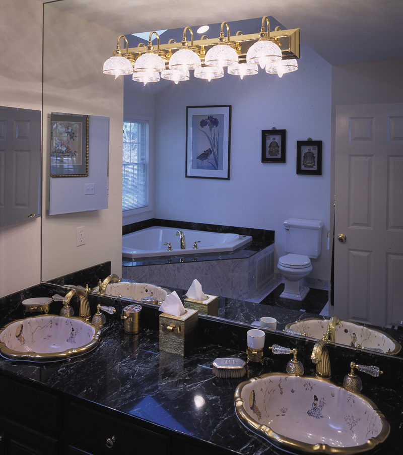 Traditional House Plan Master Bathroom Photo 01 016D-0056