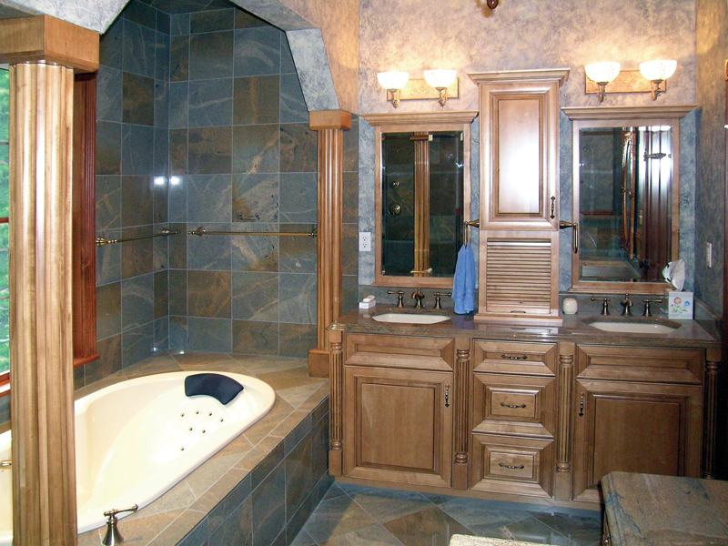 Traditional House Plan Master Bathroom Photo 01 016D-0058