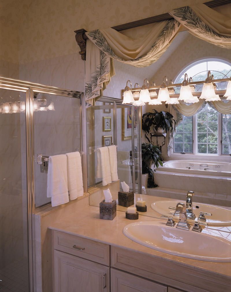 Luxury House Plan Master Bathroom Photo 01 016D-0064