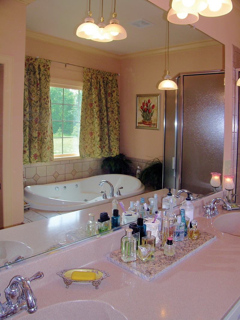 Traditional House Plan Master Bathroom Photo 01 016D-0065