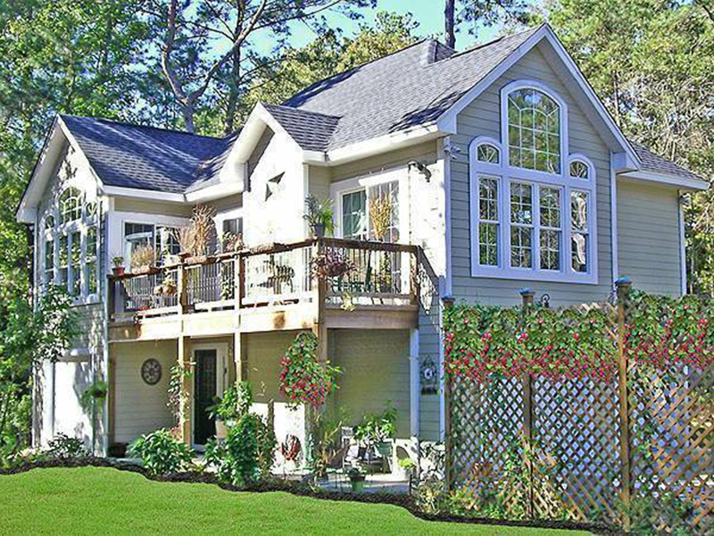 Distinct Home With Stone Exterior, Perfect For An Getaway